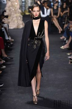 Elie Saab Fall-Winter – Haute couture – Best Of Likes Share Trend Fashion, Gypsy Fashion, Runway Fashion, Womens Fashion, Net Fashion, Elie Saab Couture, Couture Mode, Couture Fashion, Vestidos Fashion