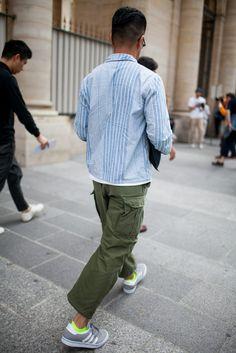 6月22〜26日にパリで行われた2017年春夏パリ・メンズ・ファッション・ウィークの会場から、最新のストリートスナップをお届け。