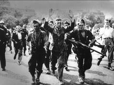 Août 1944 : un officier allemand est arrêté par des FFI (Forces Françaises de l'Intérieur) après l'assaut de l'hôtel Majestic, à Paris, qui abritait le siège du Haut Commandement militaire allemand en France.