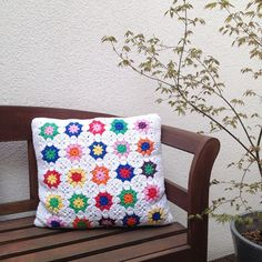 I made this pillow in 2010. It was my first serious granny square project. I still love the pattern of this square. #grannysquare #grannysquares #crochet #cotton #crocheting #annemarieshaakblog #crochetpillow #crochetcushion #crochetersofinstagram #diy #h