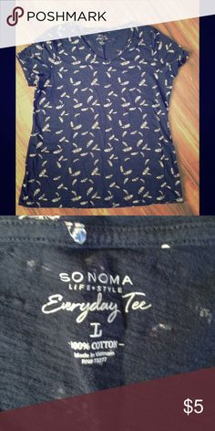 Sonoma everyday tee This comfy feather print t-shirt is perfect to wear to bed or under a nice sweatshirt to bum around the house in!! 100% cotton. Sonoma Tops Tees - Short Sleeve
