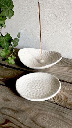 Stoneware Dinnerware Sets, Ceramic Plates, Ceramic Pottery, Ceramic Art, Diy Incense Holder, Ceramic Incense Holder, Modern Ceramics, White Ceramics, Clay Bowl