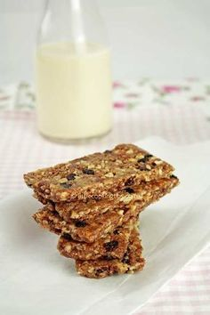 Cinnamon scented energy bars: A healthy snack recipe, perfect for any time of the day Baby Food Recipes, Sweet Recipes, Snack Recipes, Dessert Recipes, Cooking Recipes, Light Recipes, Wine Recipes, Energy Bars, Easy Desserts