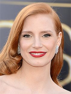 Oscars 2013 - Jessica Chastain wearing Vintage Harry Winston diamond earrings totaling 10 carats - Photo c/o People