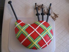 Bagpipes I made this for my dad's birthday which was just after he returned from Scotland. Iced in buttercream with fondant accents. Music Cakes, Tartan Christmas, Cake Shapes, Scottish Recipes, Pretty Cakes, Gorgeous Cakes, Fancy Cakes, Creative Cakes, Themed Cakes