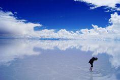 自然との共生を再認識する旅。第二弾は、天地がひとつになる不思議な光景で人々を魅了するボリビアの「ウユニ塩湖」。それは地球上でここにしか存在しないファンタジーワールド。人間の想像を遥かに超えた壮大な光景に、大自然の偉大さを実感。