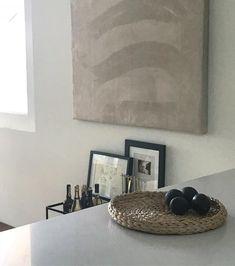 Evening light ✨ have a good one. #weekendvibes #kitchendesign #kitchen #instagood #interior #interiør #indretning #interiordesign #avocado #healthyfood #minimal #minimalismo #softlight #softgallery #myhome