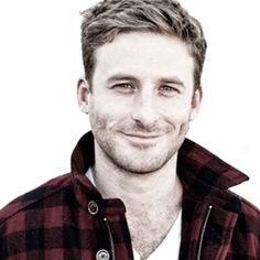 Dean O'Gorman is the perfect model for Randy Henderson