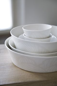 Valo Bowl | This bowl belongs to Valo (Light) tableware series. Designed by Anu Pentik, ceramic Valo tableware brings whiteness to your setting. Petal-like illustration creates a unique, peaceful feeling to Valo series.