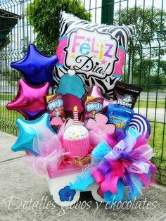 23 Clever DIY Christmas Decoration Ideas By Crafty Panda Balloon Box, Balloon Gift, Balloon Bouquet, Gift Box Birthday, Girl Birthday, Birthday Parties, Happy Birthday, Balloon Centerpieces, Balloon Decorations