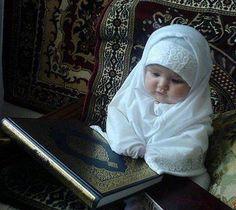 Ramadan Mubarak, so cute Cute Kids Photos, Cute Baby Girl Pictures, Cute Baby Boy, Cute Little Baby, Baby Hijab, Moslem, Cute Babies Photography, Cute Baby Wallpaper, Cute Funny Babies