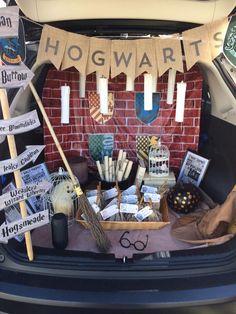 Harry Potter Trunk or Treat Theme Harry Potte. Cumpleaños Harry Potter, Harry Potter Birthday, Holidays Halloween, Halloween Kids, Halloween Supplies, Halloween Stuff, Halloween Makeup, Trunker Treat Ideas, Halloween Car Decorations