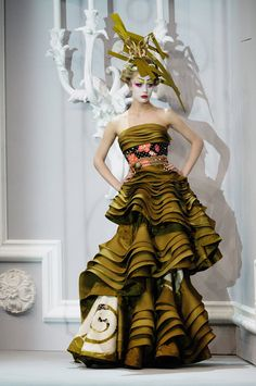 Dior Geisha inspired look by Galliano for Dior
