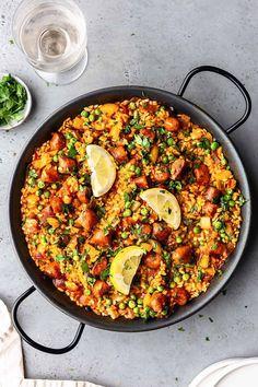 Vegan Chorizo and Vegetable Paella - Cupful of Kale Vegan Dinner Recipes, Vegan Dinners, Vegetarian Recipes, Cooking Recipes, Healthy Recipes, Recipes With Vegan Chorizo, Spanish Chorizo Recipes, Vegetarian Paella, Recipes
