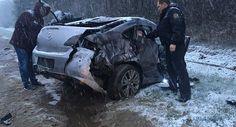ДТП с фурой под Пинском: от удара ребенка выбросило из салона Mazda    Не исключено, что авария произошла из-за сложных погодных условий – в момент ДТП в Пинском районе шел снег.     По крайней мере три человека пострадали врезультате столкновения легкового авт�
