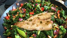 Marinated fish with greens, chilli & pine nuts. A vibrant energy booster. Weight Loss Eating Plan, Easy Weight Loss, Energy Boosters, Free Meal Plans, Evening Meals, Mediterranean Style, Everyday Food, Eating Plans, Meal Planning