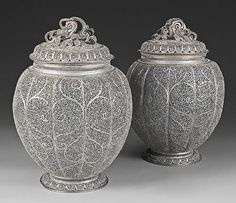 Pair of vases Second half of the 17th century India, Goa (?)