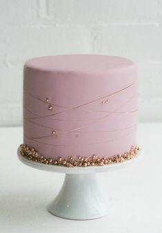 The Single-Tier Wedding Cake | Erica O'Brien Cake Design | Cake Blog Pretty Cakes, Cute Cakes, Beautiful Cakes, Amazing Cakes, Baby Shower Cakes, Baby Cakes, Bolo Motocross, Pink Und Gold, Pink Gold Cake