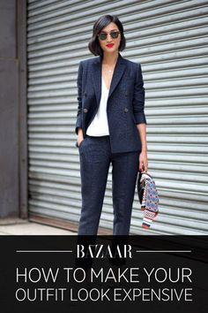 Fall outfit inspiration from Fashion Week: a suit looks more stylish and chic with that interesting texture of the fabric New York Street Style, Nyfw Street Style, Street Style Trends, Street Chic, Work Fashion, Spring Fashion, Fashion Tips, Fashion Trends, Fashion Fashion