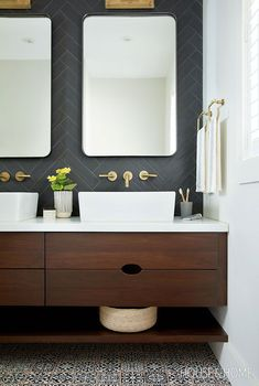 See How Wood Cabinets Wow In These 45 Kitchens & Bathrooms 2019 This handsome renovated bathroom has contemporary edge with the dark-stained floating cabinets and black herringbone backsplash. Peach Bathroom, Master Bathroom, Bathroom Sets, Bling Bathroom, Small Bathroom, Black Bathrooms, Basement Bathroom, Washroom, Bathroom Wall