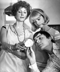 Here We Go Round The Mulberry Bush. Dir: Clive Donner. 1968
