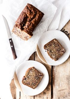 The best vegan banana bread there ever was. Amazing texture, full of flavour. This simple recipe only requires one bowl, and is super easy to make.