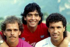 Maradona con Dismas e Gestas. Good Soccer Players, Best Football Players, Sport Football, Football Cards, Diego Armando, Most Popular Sports, Everton Fc, Sport Icon, Soccer World