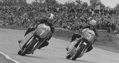 En 1969, à Assen, Bill Ivy sur Jawa V4 tient tête à Ago et sa MV3. L'essai de la fabuleuse 500 de Grand Prix tchèque.