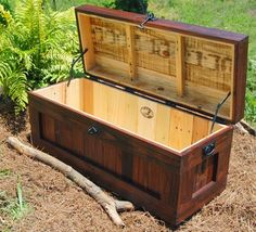 I want a hope chest made out of reclaimed wood. Large Red Mahogany Hope Chest/Coffee Table/End of the Bed Bench /Storage Pallet Trunk, Pallet Chest, Wood Chest, Furniture Projects, Wood Projects, Diy Furniture, Furniture Plans, System Furniture, Furniture Chairs