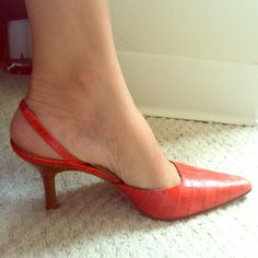 Italian Leather Stacked Heel Sling Back Pumps Sz 8 St. Tropez Chic! Italian Leather Stacked Heel Sling Back Pumps Sz 8 Faux Croc Finish in Stunning Coral! Summertime Chic! Isaac Mizrahi Shoes Heels