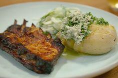 Op reis met Chris Van Espen: Honingribbetjes met gepofte aardappel met kruidenboter