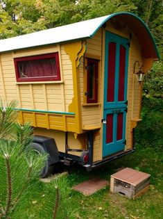Gypsy Wagon Construction: 11 Steps (with Pictures) Gypsy Trailer, Gypsy Caravan, Teardrop Trailer, Gypsy Living, Tiny House Living, Mini Camper, Popup Camper, Cabana, Hippie Vintage
