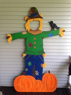 Halloween Outdoor Wood Decoration by OneArtsyDay on Etsy Dulceros Halloween, Halloween Infantil, Adornos Halloween, Halloween Photos, Outdoor Halloween, Trunk Or Treat, Fall Harvest, Autumn, Fall Crafts