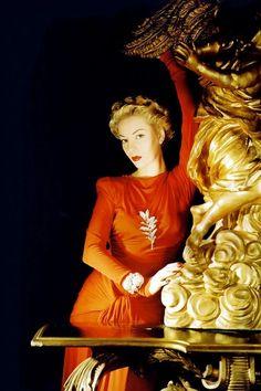 Vogue, 1940. Photo: Horst P. Horst.