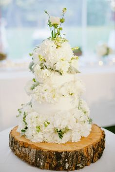White Floral Wedding Cake Wedding Cakes With Flowers, Beautiful Wedding Cakes, Beautiful Cakes, Amazing Cakes, Flower Cakes, Wedding Cupcakes, Wooden Cake Stands, Wood Cake, Chic Wedding