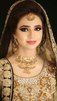 Makeup Brides In 2019 Pakistani Bridal Makeup Indian Bridal Bridal Mehndi Dresses, Pakistani Bridal Makeup, Beautiful Bridal Dresses, Indian Wedding Makeup, Indian Bridal Outfits, Beautiful Bride, Pakistan Bride, Pakistan Wedding, Black And Silver Eye Makeup