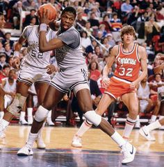 Georgetown center Patrick Ewing wrestles for a rebound against Syracuse forward Andre Hawkins in the Big East finals. Syracuse Basketball, I Love Basketball, Basketball Legends, College Basketball, Basketball Players, Dodgers, Georgetown Hoyas, Patrick Ewing, College Hoops