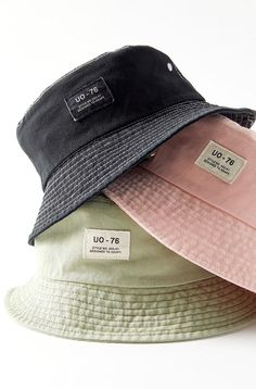 Fully functional bucket hat by Urban Outfitters to cool down your fit a few notches. Full brim silhouette rendered in comfortable cotton complete with an embroidered patch front and center. Content  Care    100 cotton    Spot clean    Imported Outfits With Hats, Mode Outfits, Casual Outfits, Fashion Outfits, Fashion Tips, Fashion Goth, Modest Fashion, Bar Outfits, Vegas Outfits