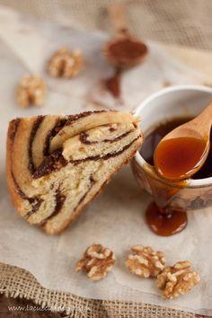 Бріош булочки з медом, какао і горіхами