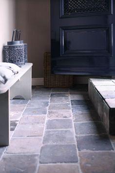 living room ideas – New Ideas Entryway Flooring, Entryway Decor, Painted Wooden Floors, Basement Shelving, Stone Tile Flooring, Wainscoting Nursery, City Farmhouse, Open Plan Kitchen Living Room, Floor Colors