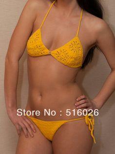 Otro traje de baño amarillo canario tejido en crochet.