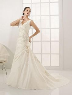 A-Line Sexy Deep V-Neckline Spaghetti Straps with Lace Appliques zipper taffeta Wedding Dress