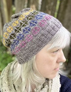 A cheerful colorwork beanie with simple details (sizes