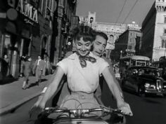 Roman Holiday - Gregory Peck and Audrey Hepburn - 1953 Gregory Peck, Audrey Hepburn Images, Audrey Hepburn Roman Holiday, Classic Hollywood, Old Hollywood, Hollywood Stars, Voyage Rome, Dinner And A Movie, Indie Music