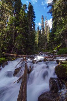 Joffre Lakes #Joffrelakes #Whistler #Pemberton #Duffy #river #streameffect #reflection #hiking #summer http://www.onelifeonewhistler.com/joffre-lakes/