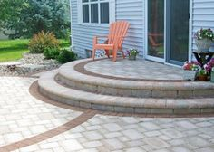 Semi-circle patio steps with soilder course paving blocks Circle Patio, Patio Design, Patio Plans, Home Landscaping, Landscape Solutions