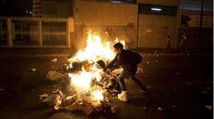 Venezuela-protests-Burning barracades
