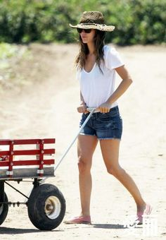 White tee, jean shorts, and toms. Simple and comfortable