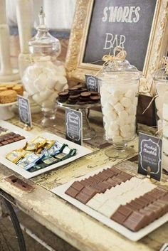 Birthday Decoration : Image : Description I love this idea of a S'mores Bar! Different types of chocolate and fillings, what a great idea for a party! Snacks Für Party, I Party, Party Time, Ideas Party, Table Party, Décor Ideas, Theme Ideas, House Party, Wedding Food Bars