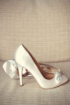 wedding chicks - real wedding - exquisite purple wedding ideas - bride - getting ready - wedding shoes